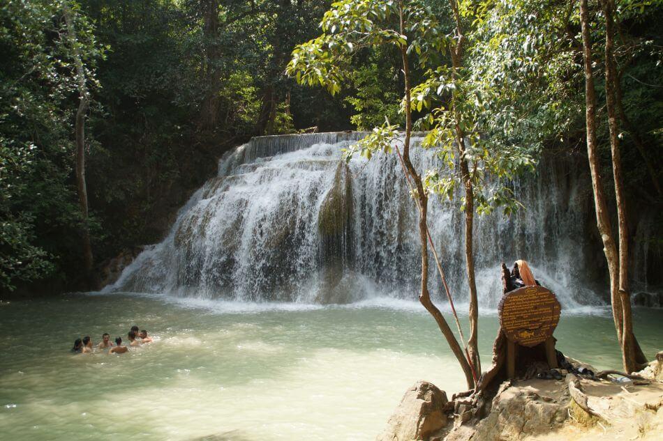 De Erawan watervallen zijn de mooiste van Thailand.