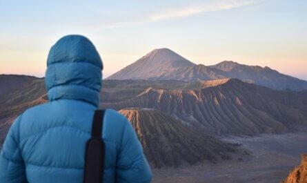 De zonsopkomst bij de Bromo vulkaan