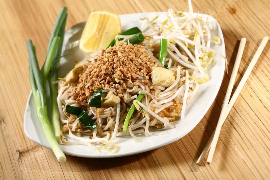 Pad Thai eten in Thailand