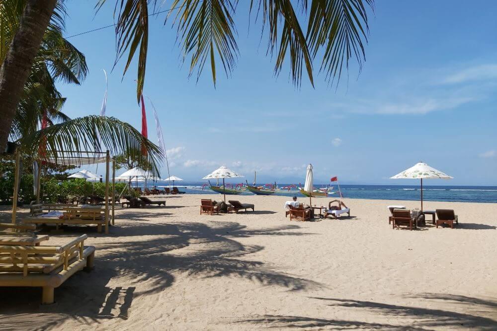 Het lange strand van Sanur