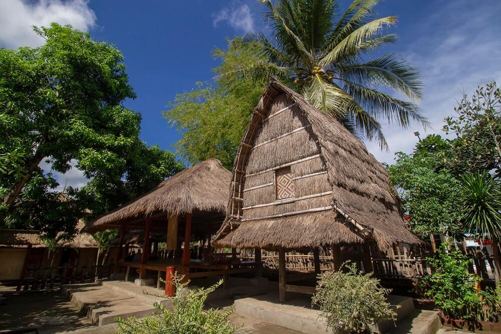 Traditioneel Sasak huis nabij Kuta op Lombok