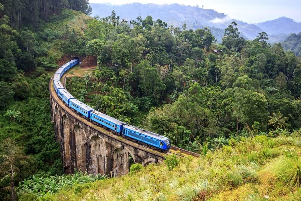 Sri Lanka Ella Nine Arch Bridge met trein